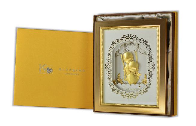 【免費贈送雷雕服務】凱馨 世紀婚禮 Yes, I do.黃金箔 王子與公主的幸福起點 (直式) (附保證書、提袋)