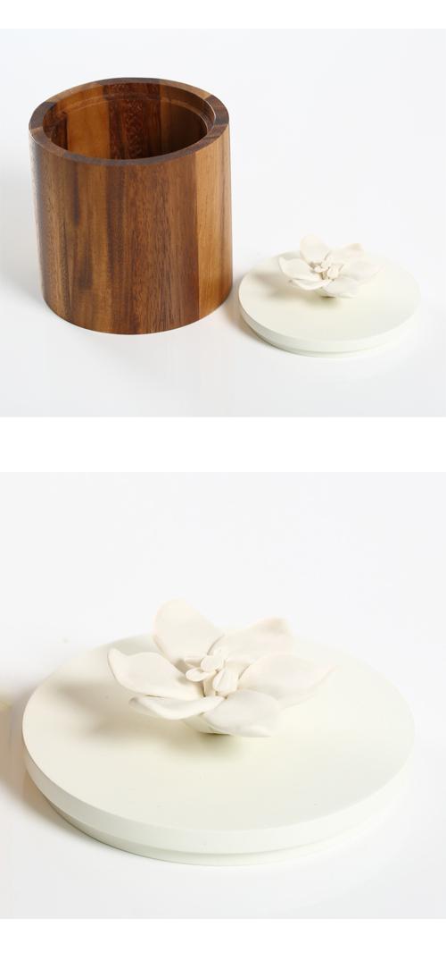 KIDDEE TAMDEE 泰國實木圓筒+香氛白瓷花
