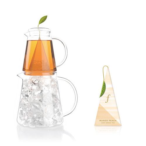 蜜樹香桃冰茶 Mango Peach Iced Tea {綠茶} 極品綠茶與清涼薄荷的融合,佐以取自盛產期的芒果蜜及多汁果肉飽滿的蜜桃,調和出熱帶地區的盛夏風味冰茶。