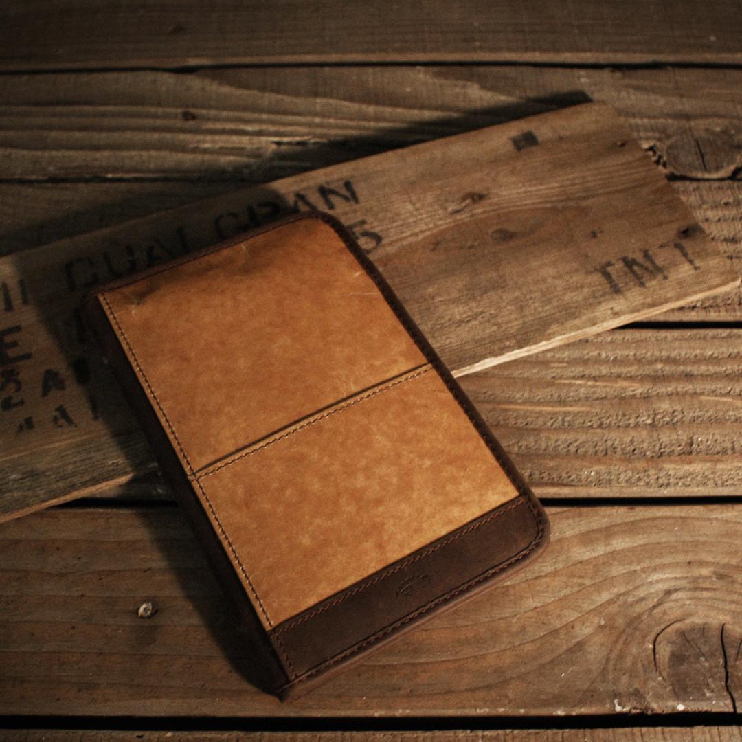 ADOLE 蠟紋布仿古皮革 復古夾層護照套