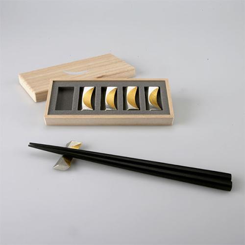 日本能作 純錫金箔新月筷架組 (五入)
