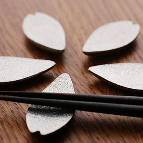 【5/27~6/27期間限定95折優惠】日本能作 純錫櫻花花瓣筷架組 (五入)