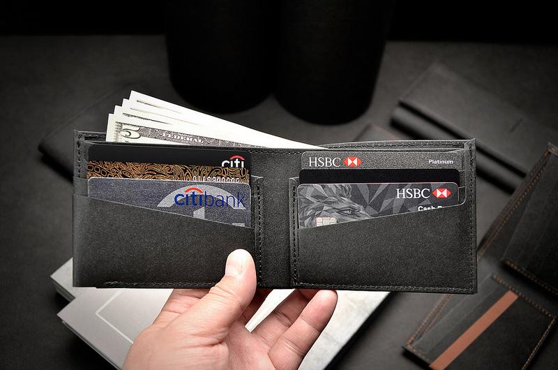 【鈔票層x1】輕鬆收納各國各種面額現鈔,可收納多達20張以上   【內票卡層x6】左右各可收納3張票卡(信用卡.金融卡.證件.會員卡.名片…等)