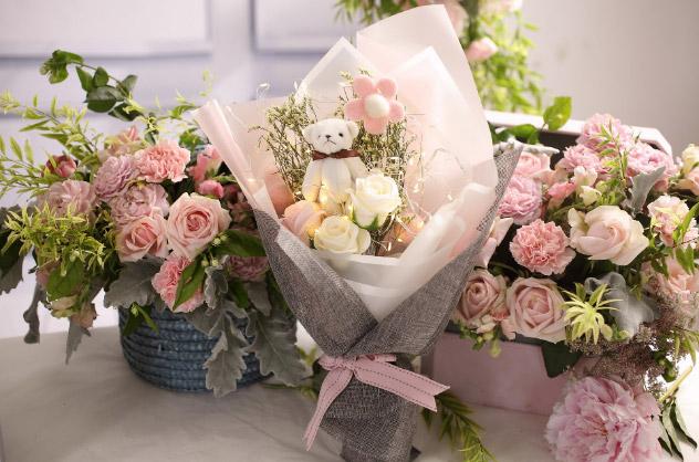 創意小物館 夢幻浪漫許願兔/小熊閃爍彩燈永生花束(附禮盒) 粉紅許願兔