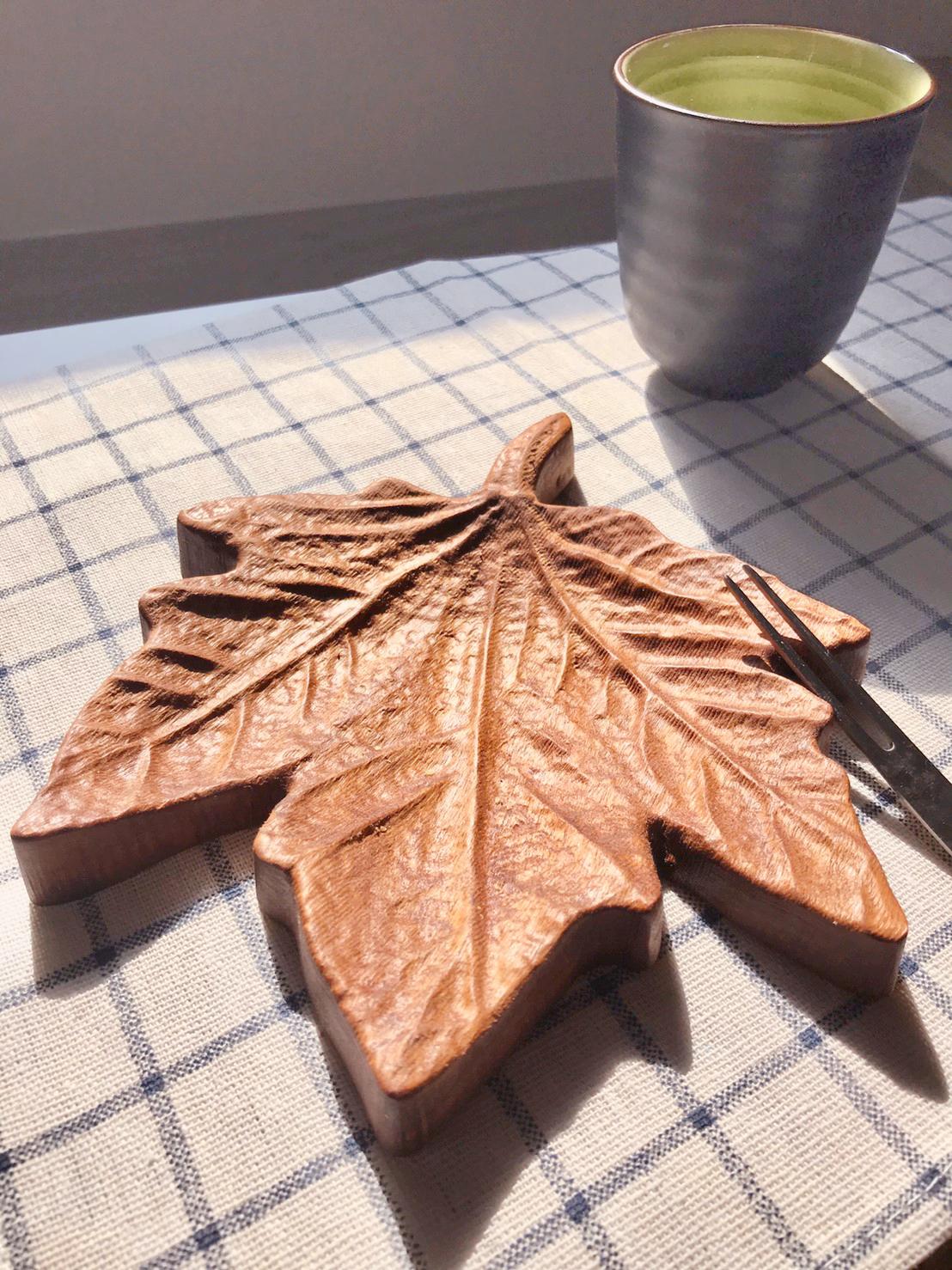 木城工坊 原木楓葉造型茶點盤-道格拉斯楓