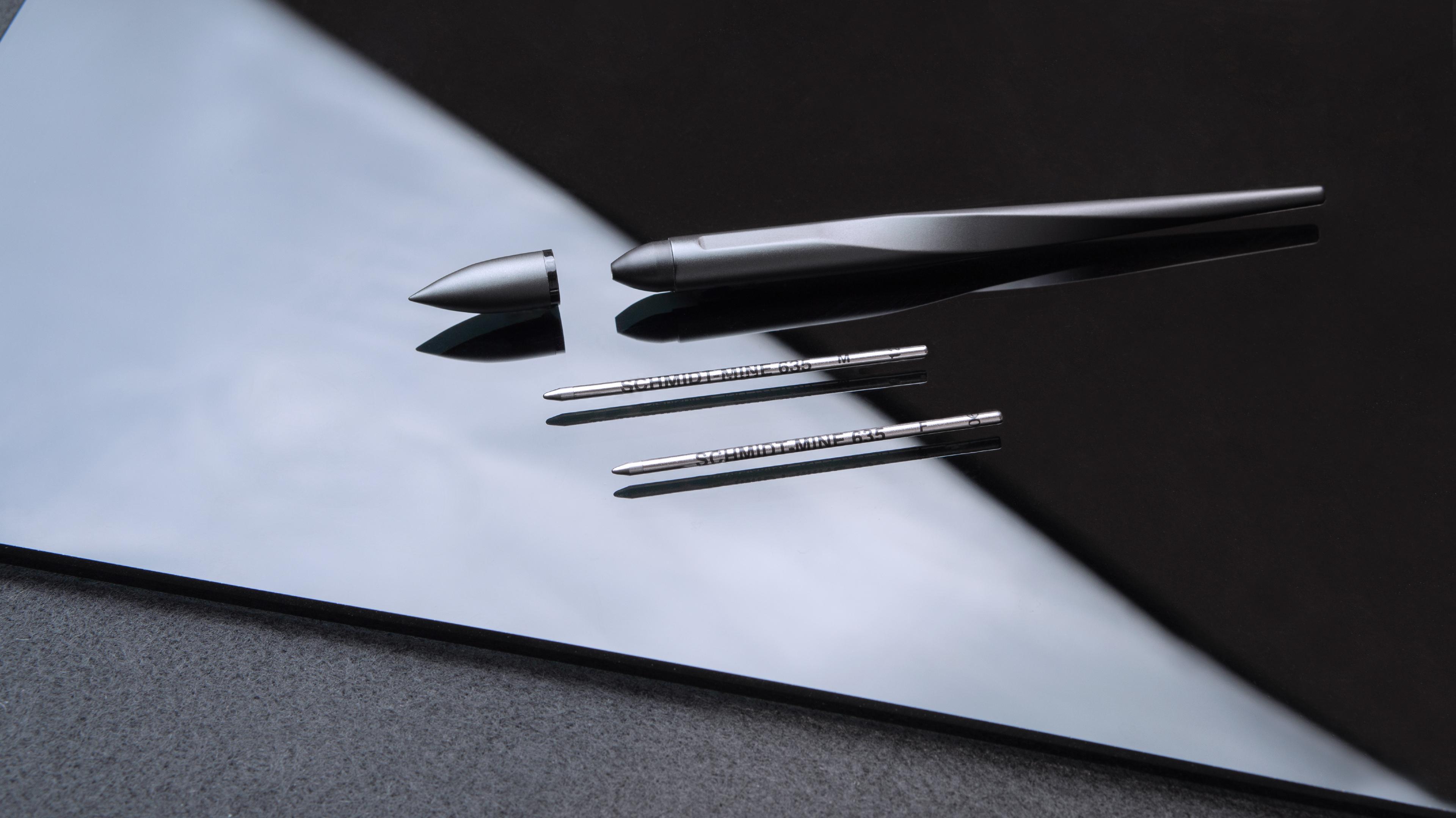 原子筆款使用德國 Schmidt 筆芯,滑順好寫。