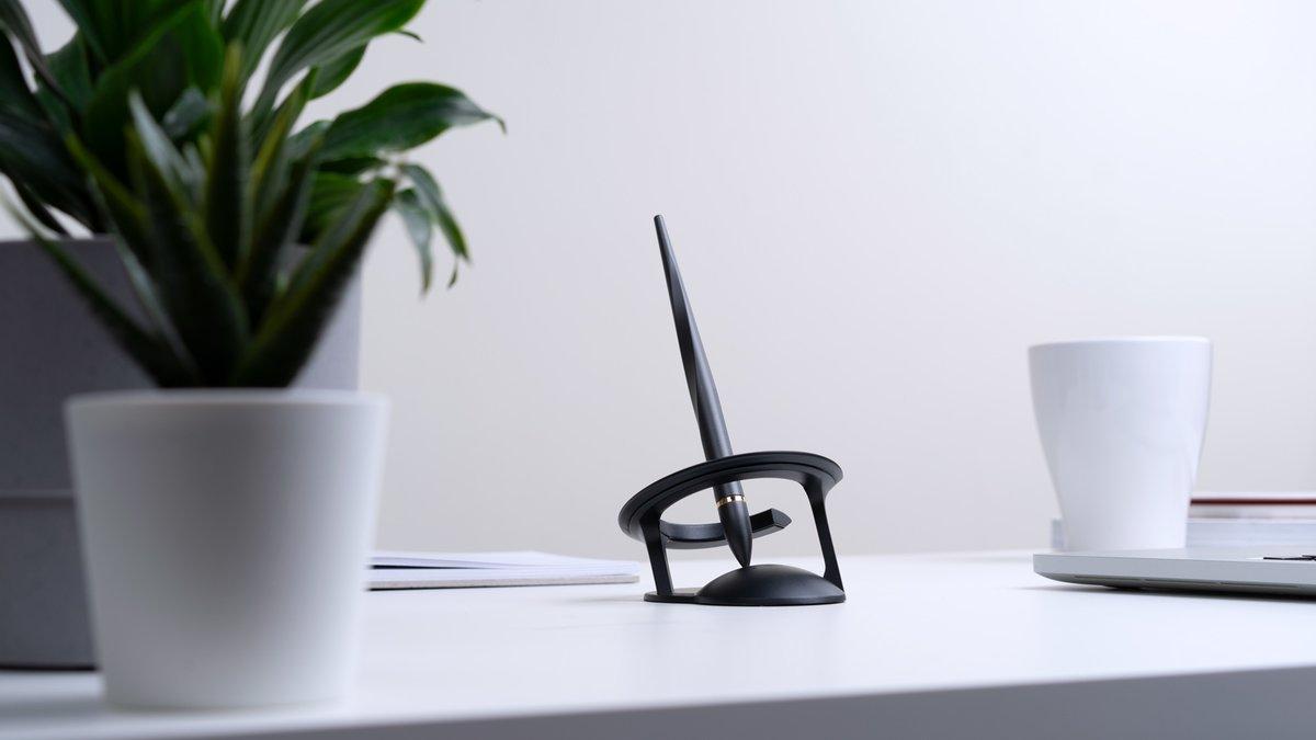 多國專利無電漂浮技術,佈置空間氛圍,有如桌面上的太空裝置藝術。