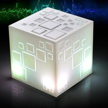 創意設計小物館 魔幻炫彩方塊音響 白色