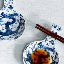 TALES 神話言 瓶安蘸福-青花龍醬碟筷架