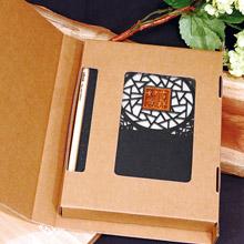 攸 UBook 可客製化 檜木窗櫺禮物書 冰裂紋 (價格包含5字內雷雕費用)
